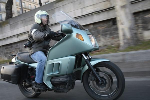 Est-ce sécurisant de prendre un taxi moto à Paris?