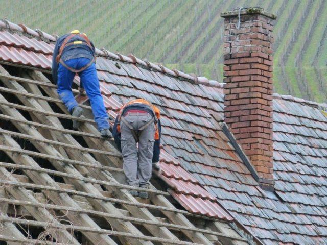Remplacement et réparation de la toiture : les astuces pour trouver le meilleur couvreur