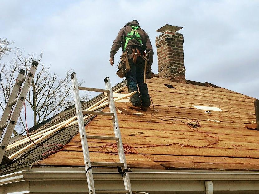 Rénovation de toiture : des astuces pratiques pour ne pas dépasser vos prévisions budgétaires